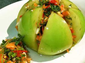 Зеленые помидоры, фаршированные чесноком и морковью, вкусный рецепт