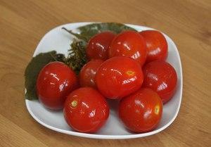 Особенности помидор, засоленных в ведре