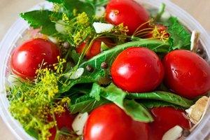 Рецепт засолки помидор в ведре холодным способом
