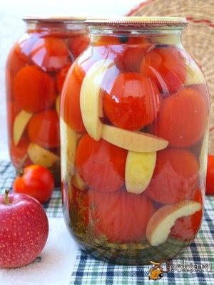 Маринованные помидоры вместе с яблоками - пальчики оближешь