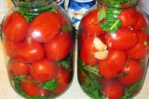 Квашеные помидоры с чесноком - вкусные зимние заготовки