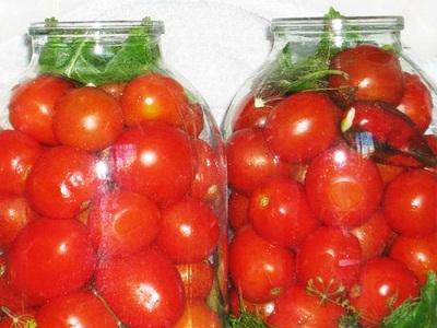 Зелные помидоры малосольные в кастрюле