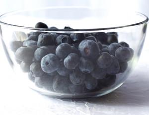 Что только из прекрасной чёрной ягоды не готовят: компоты, желе, сиропы, джемы, варенья и много других полезных блюд