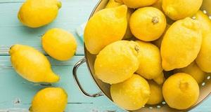 Лимон в кастрюле