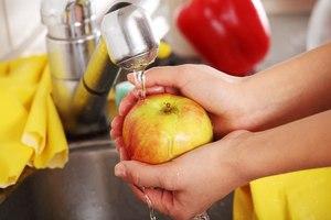 Правила подготовки яблок и посуды для приготовления яблочного сока на зиму