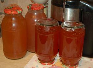 Особенности разлива и подготовки домашнего яблочного сока для хранения на зиму